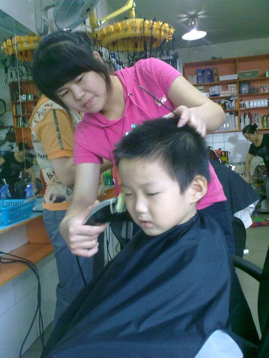 剪头发图片